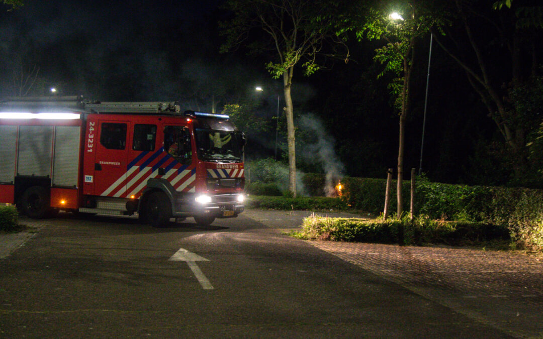 Brand in struiken op parkeerterrein voetbalvereniging Bradleystraat Sittard