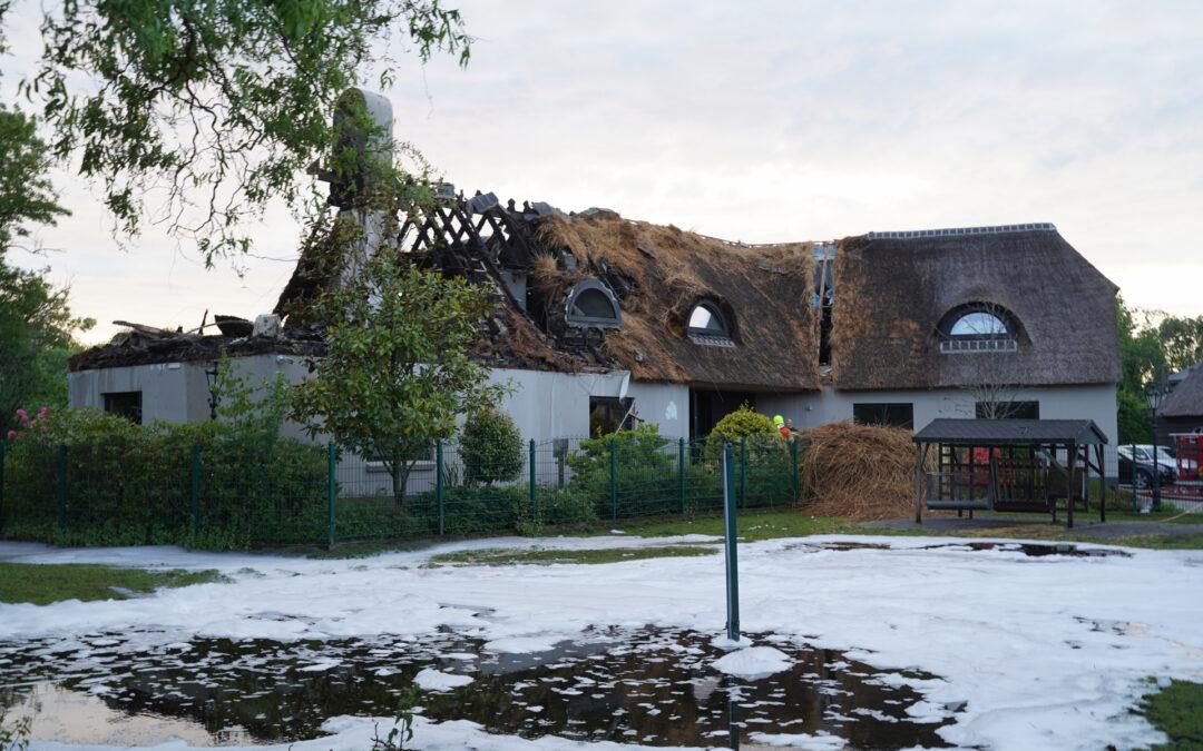 Brand in rietenkap woning heeft alles verwoest Weteringpark Capelle aan den IJssel