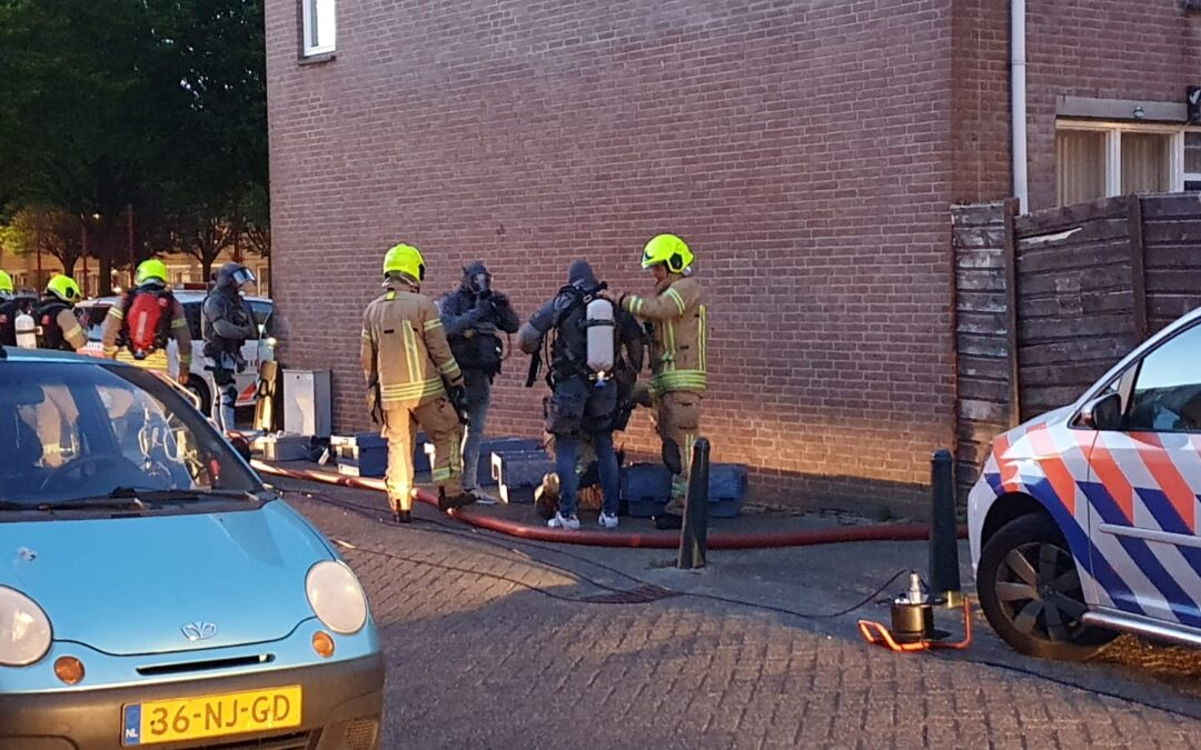 Verwarde man wil woning opblazen en houdt hulpdiensten uren bezig Slangenburgplein Rotterdam