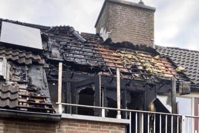 Woning verwoest na brand op balkon Kwikstaart Barendrecht