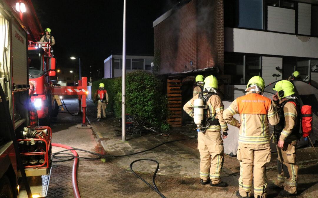 Veel vlammen na brand in schuur Jozef Israëlsstraat Krimpen aan den IJssel (video)
