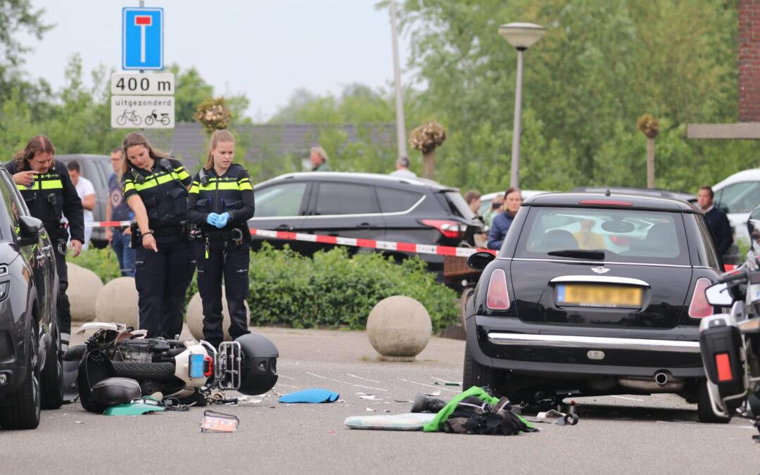 Zwaar ongeluk tussen auto en scooter Van Zoestkade Lekkerkerk