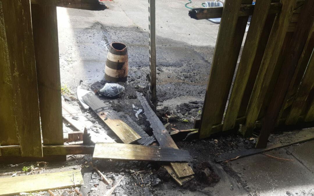 Schutting door brand verwoest Ieplaan Waddinxveen