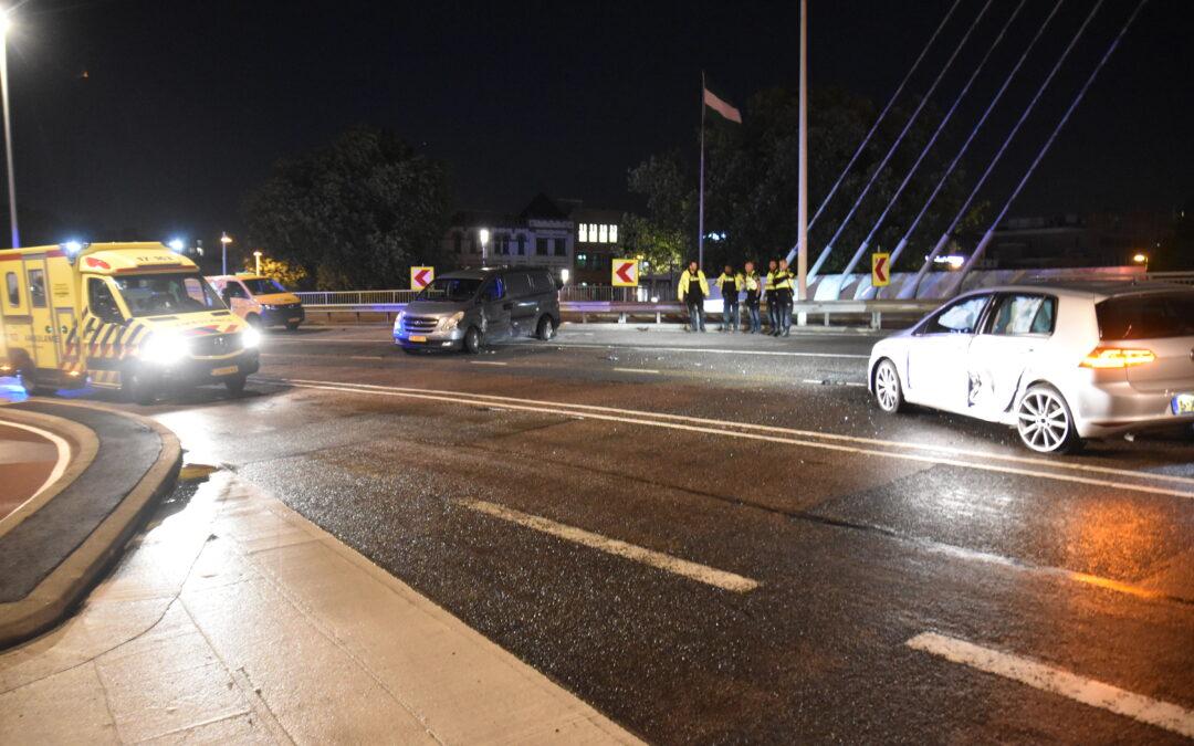 Gewonden bij aanrijding Willemsbrug Willemsbrug – S123 Rotterdam