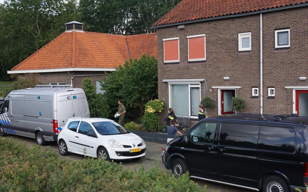 Politie en EOD doen onderzoek in woning Esdoornlaan Waddinxveen
