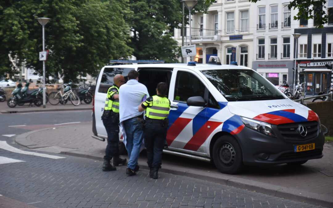 Omstanders redden dronken man uit het water Westersingel Rotterdam