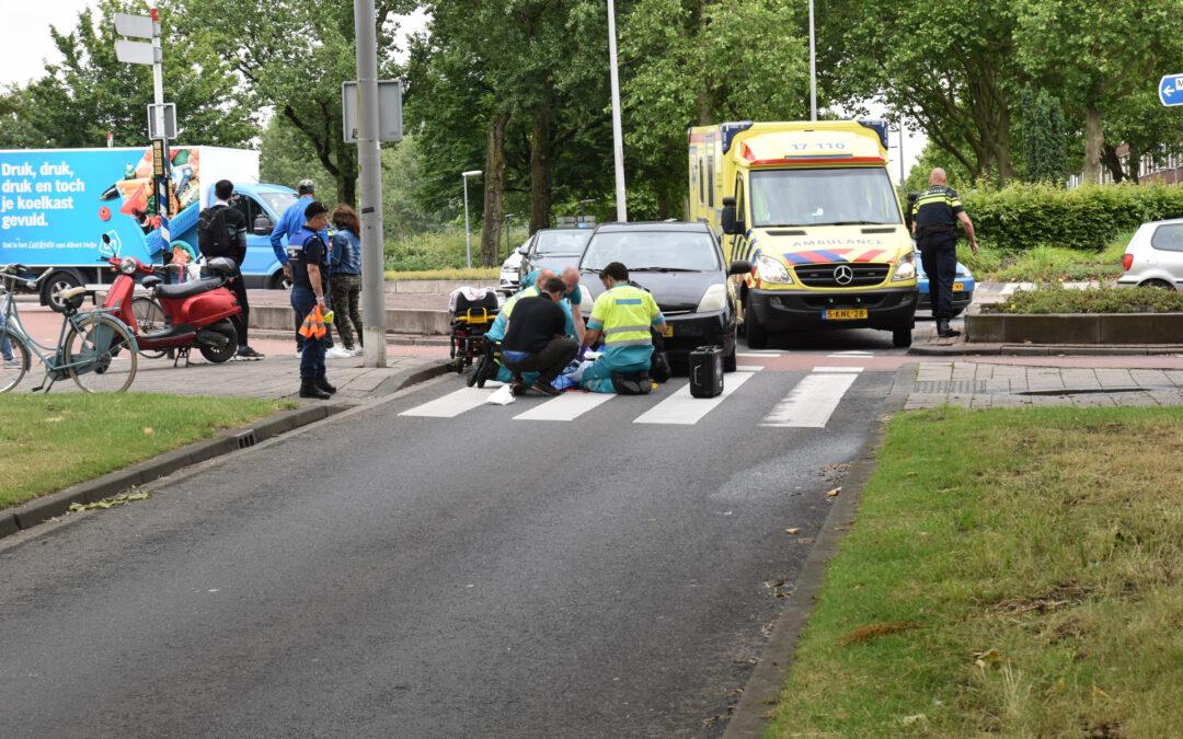 Fietsster gewond bij aanrijding met auto op rotonde Gordelweg Rotterdam