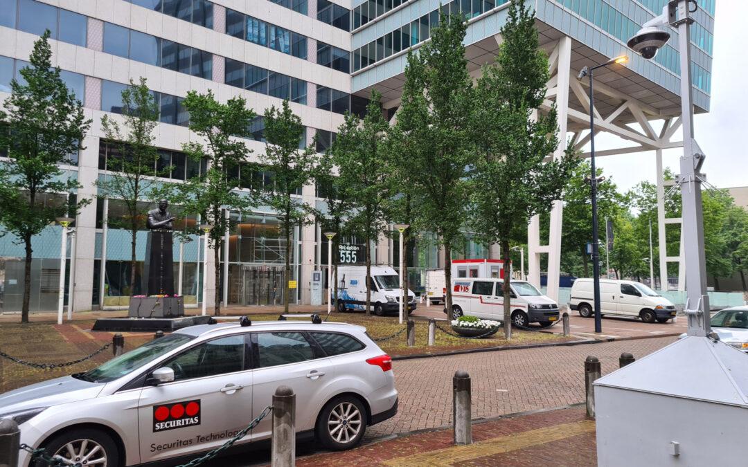 Pim Fortuyn-beeld bewaakt met politiecamera Korte Hoogstraat Rotterdam