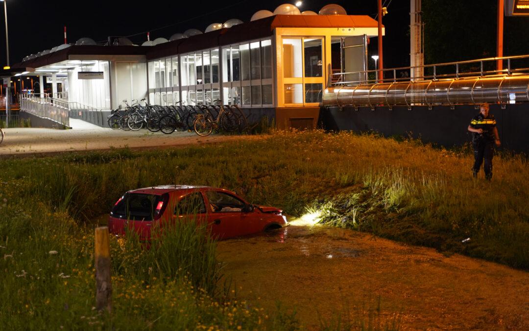 Auto in de sloot na aanrijding Prins Alexanderlaan – S127 Rotterdam