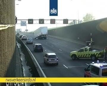Vrachtwagenchauffeur verliest trailer A29 Heinenoordtunnel