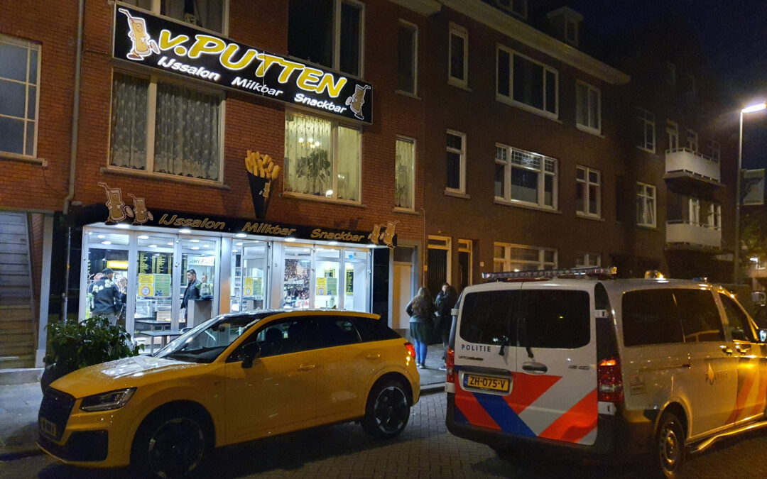 Gewapende man overvalt cafetaria aan Zandblokstraat in Rotterdam