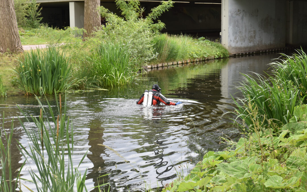 Brandweer onderzoekt melding persoon te water Nieuwe Damlaan Schiedam