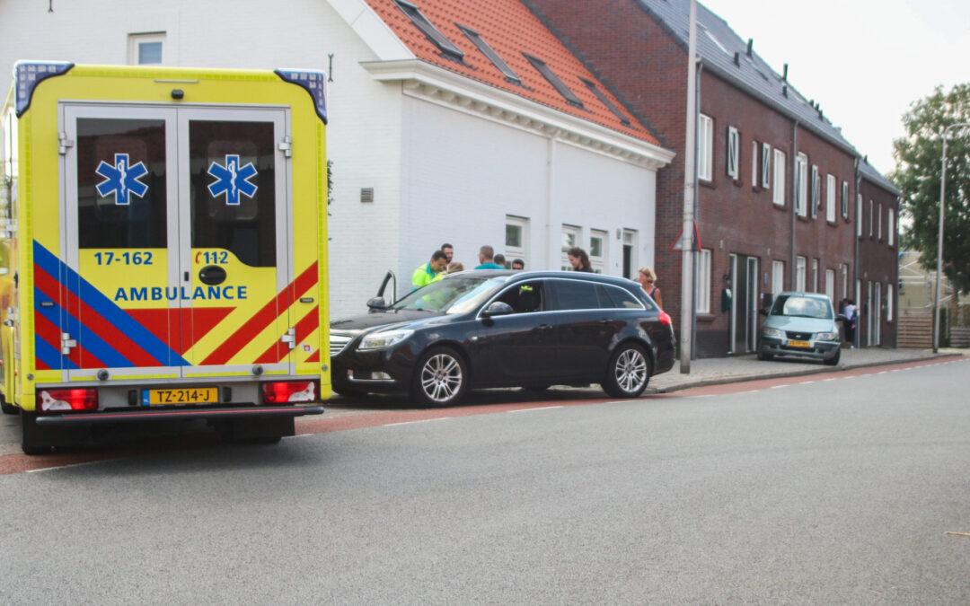 Behoorlijke schade na aanrijding op doorgaande weg Molendijk Simonshaven