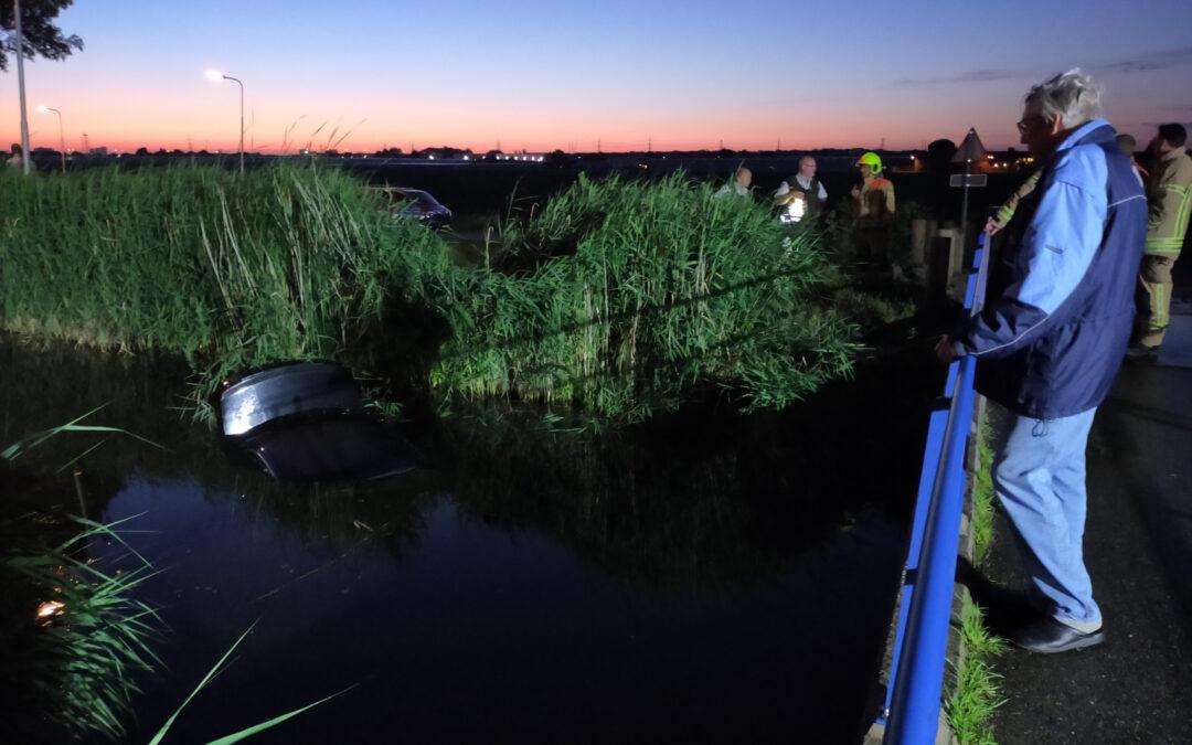 Auto te water, bestuurder gewond Lange Vaart, Bleiswijk Bleiswijk