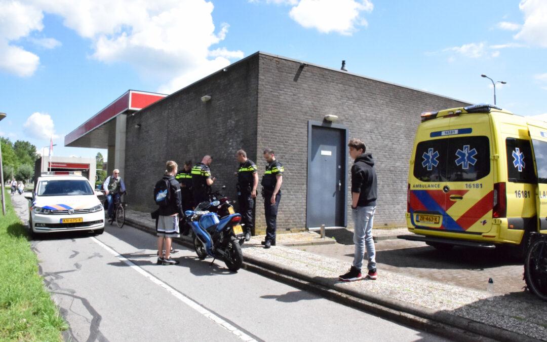 Brommer en fietser botsen bij tankstation Burgemeester Smeetsweg Zoeterwoude