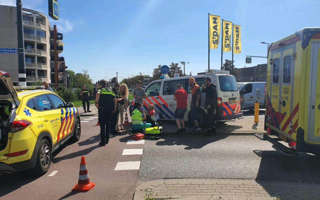 Wielrenner raakt gewond door botsing met afslaande auto 's-Gravelandseweg Schiedam