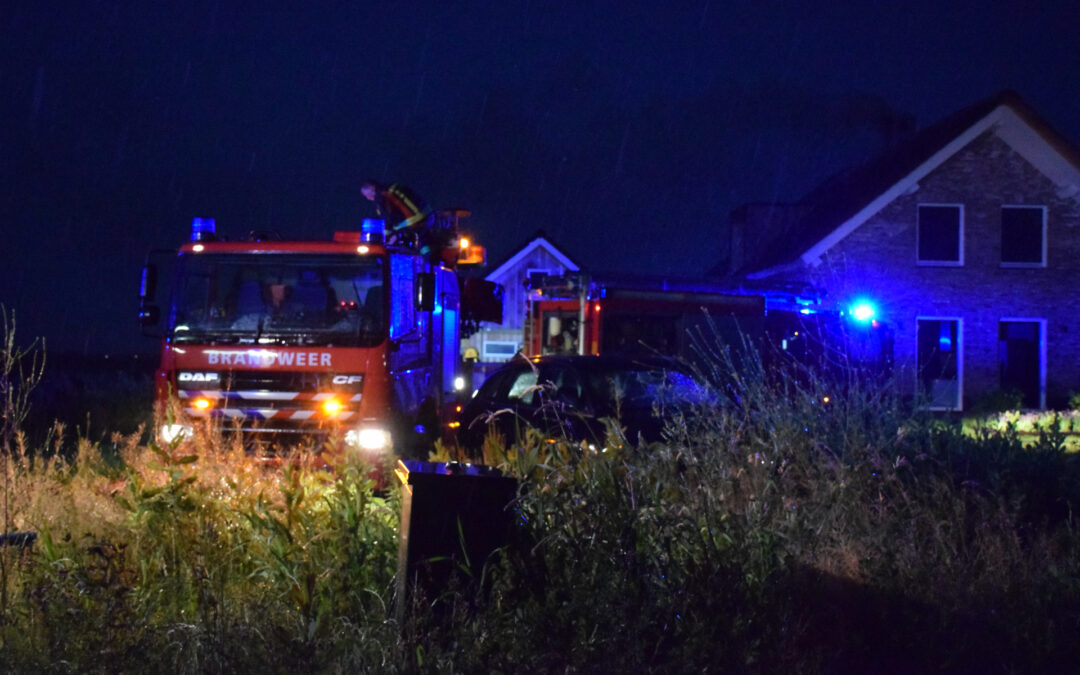 Flinke brand in woning met rietenkap Henegouwernesse Waddinxveen
