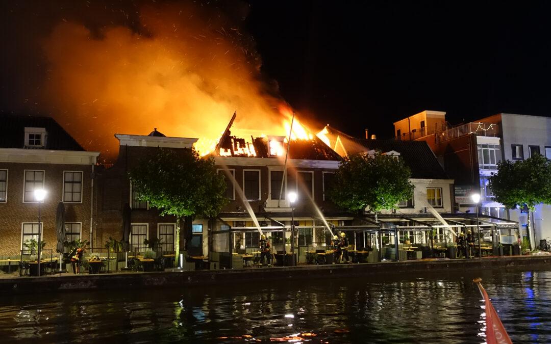 Zeer grote brand verwoest restaurant Pronto en naastgelegen pand aan Rijnkade Alphen aan den Rijn