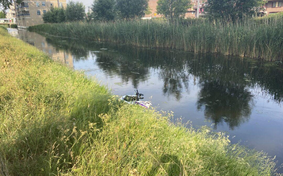 Hulpdiensten rukken massaal uit voor gedumpte scooter Lauwersmeer Rotterdam