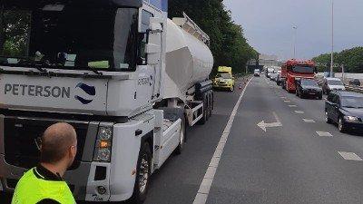 Vrachtwagenchauffeur in elkaar geslagen na verkeersruzie A20 Terbregseplein Rotterdam