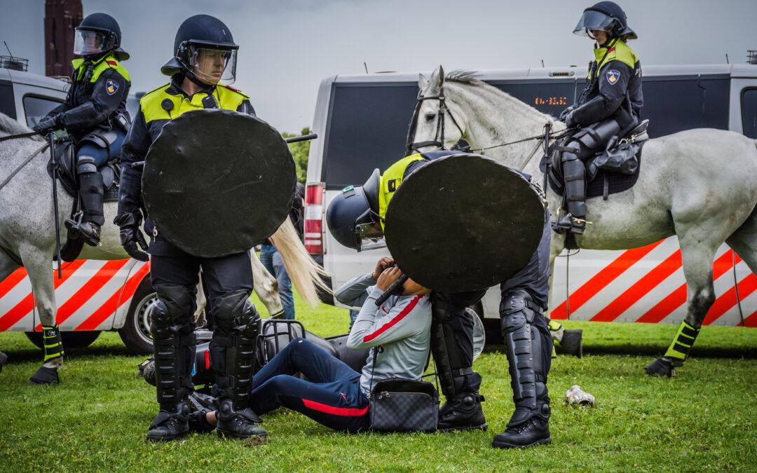 Drie mannen aangehouden voor ongeregeldheden bij anti-coronaprotest in Den Haag