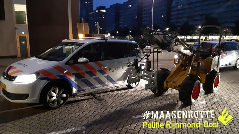 Politie houdt 41-jarige man aan na achtervolging met graafmachine in Rotterdam