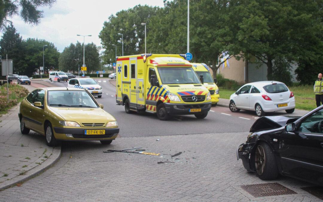 Forse schade bij botsing op kruising Marthalaan Hoogvliet Rotterdam