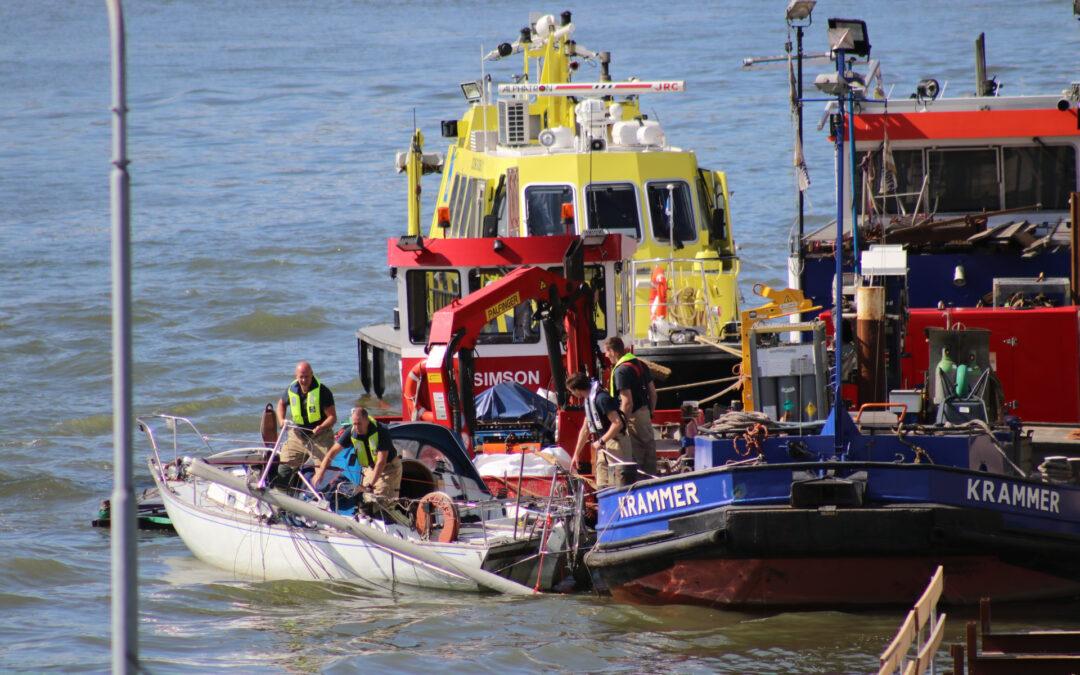Zeilbootje breekt mast af onder Algerabrug C.G. Roosweg – N210 Krimpen aan den IJssel