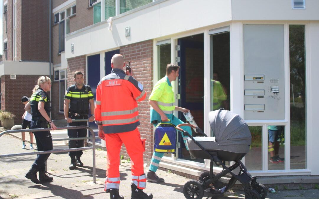 Omstanders redden kinderwagen met baby uit het water in Spijkenisse