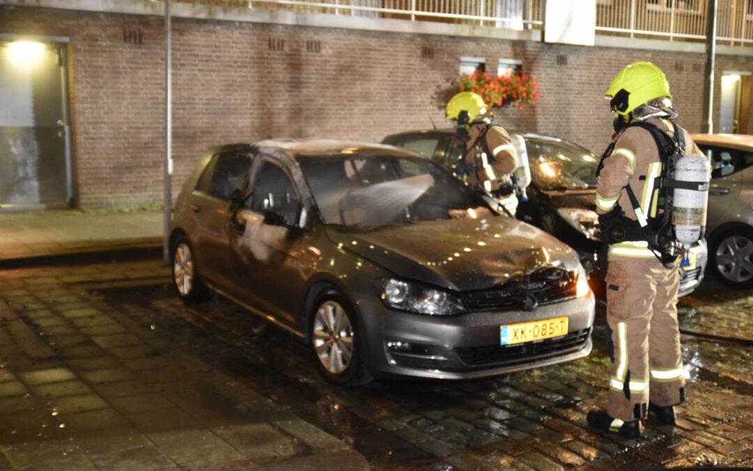 Auto verwoest door brand Kelloggplaats Rotterdam