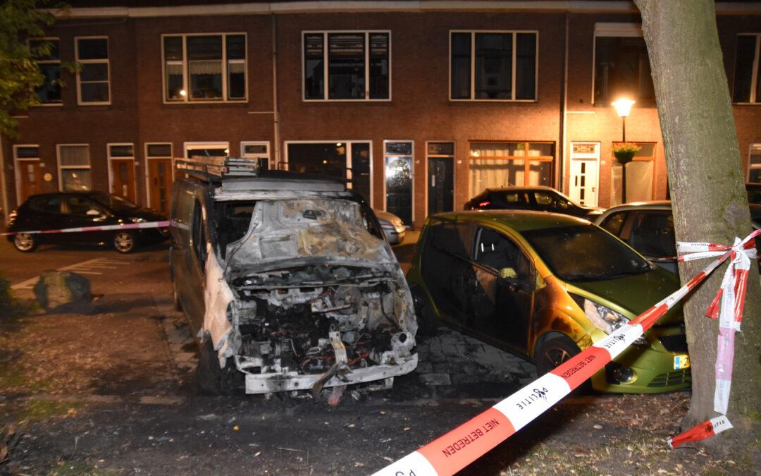 Bestelbus flink beschadigd door brand Messchaertplein Vlaardingen
