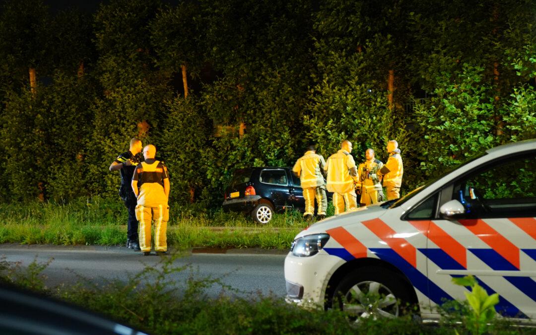 Auto raakt van de weg en belandt in struiken Vissendreef Zoetermeer