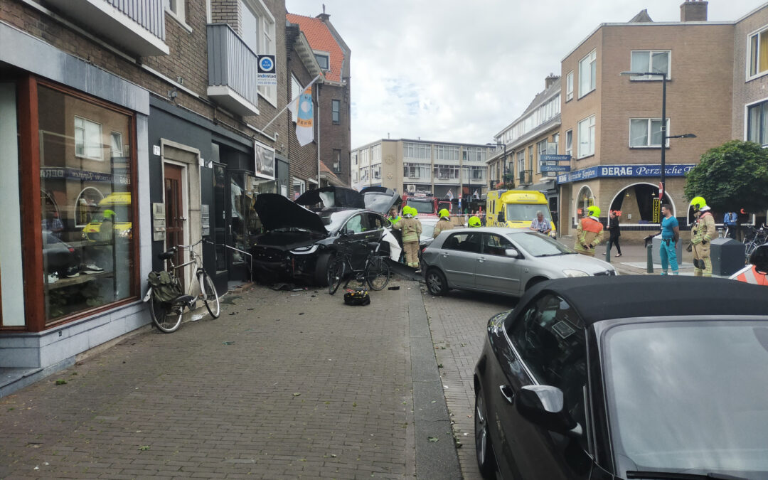 Tesla boort zich in winkelpui Freericksplaats Rotterdam