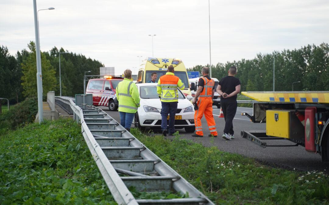 Automobilist vlucht na aanrijding met andere auto Rijksweg A20 Moordrecht