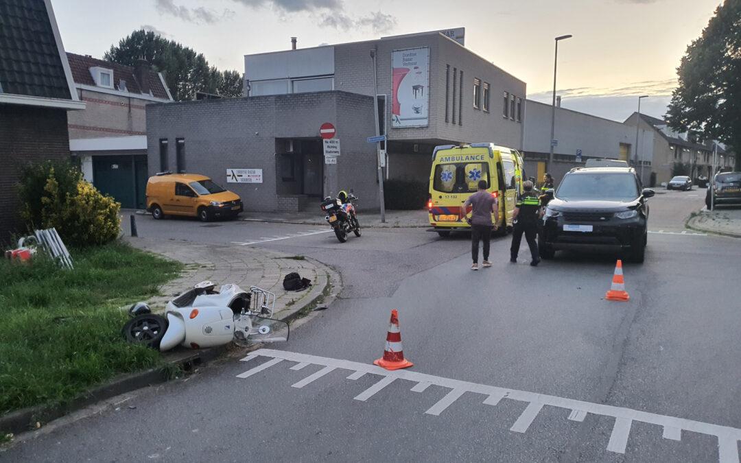 Scooterrijder gewond bij verkeersongeval Bovenstraat Rotterdam