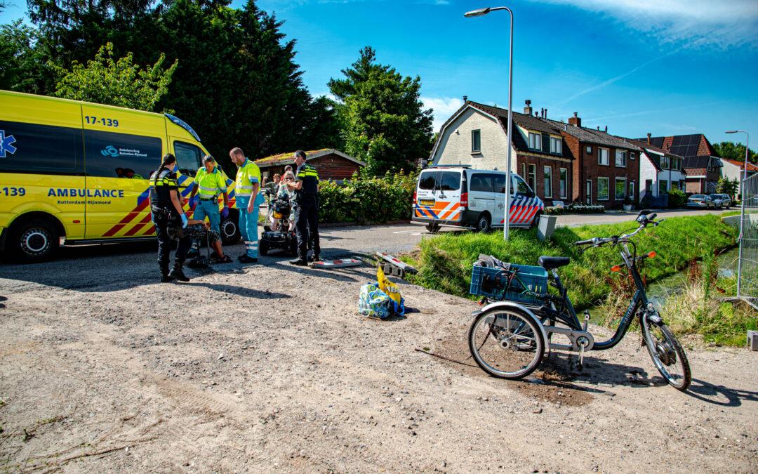 Omstanders redden man met driewielfiets uit sloot Molendijk Rhoon