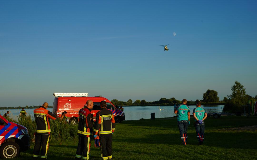 Hulpdiensten groots ingezet bij vermiste zwemmer Reeuwijksehoutwal Reeuwijk