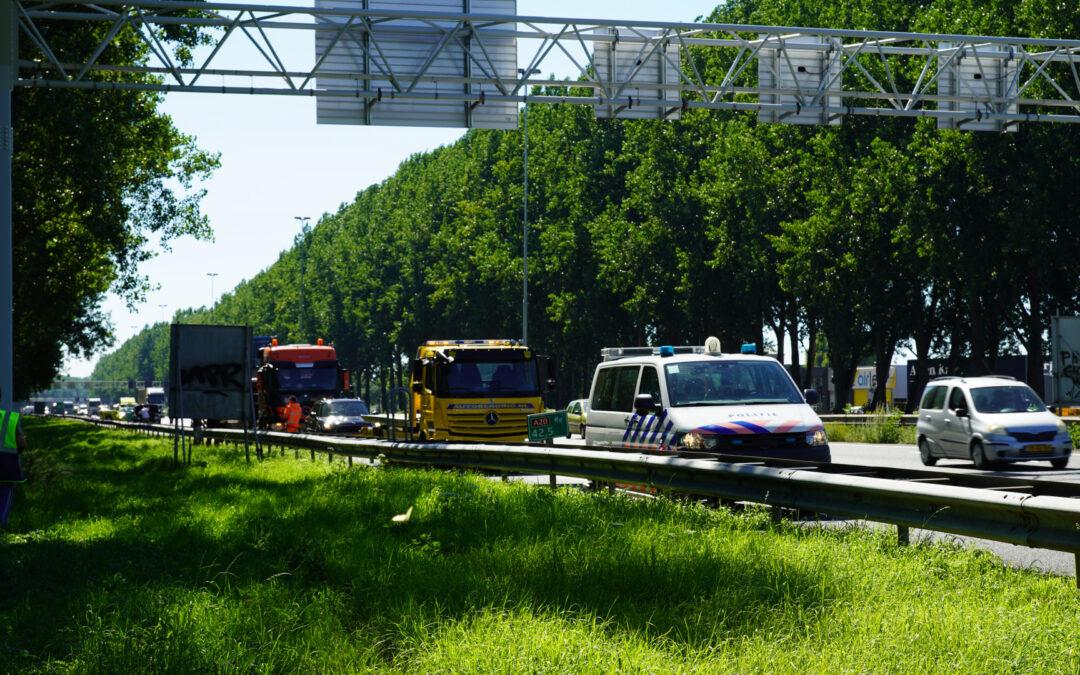 Auto loopt veel schade op bij ongeval Rijksweg A20 Moordrecht