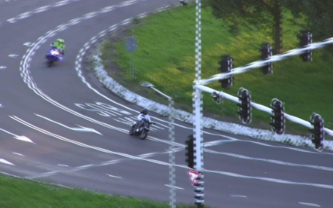Man op motorscooter gepakt na achtervolging Capelle aan den IJssel (video)