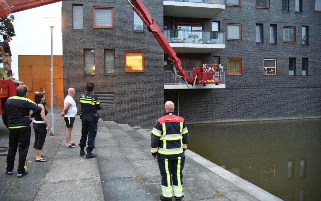 Man gewond in woning Spuistroomstraat Hoogvliet Rotterdam