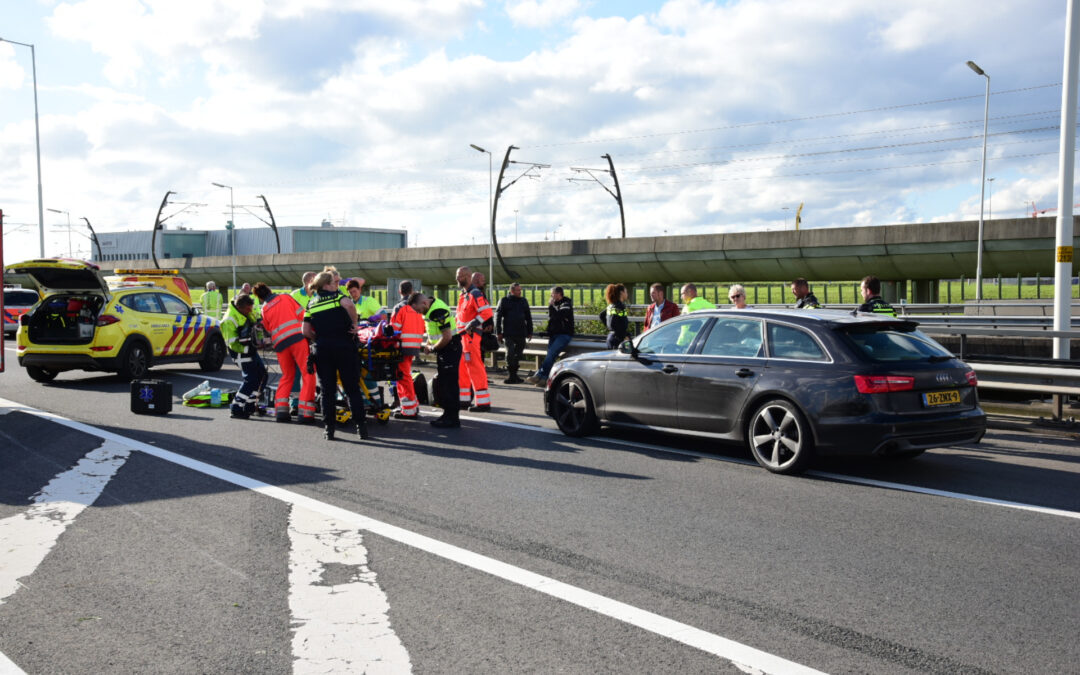 Motorrijder zwaargewond na ongeval Rijksweg A15 Rotterdam