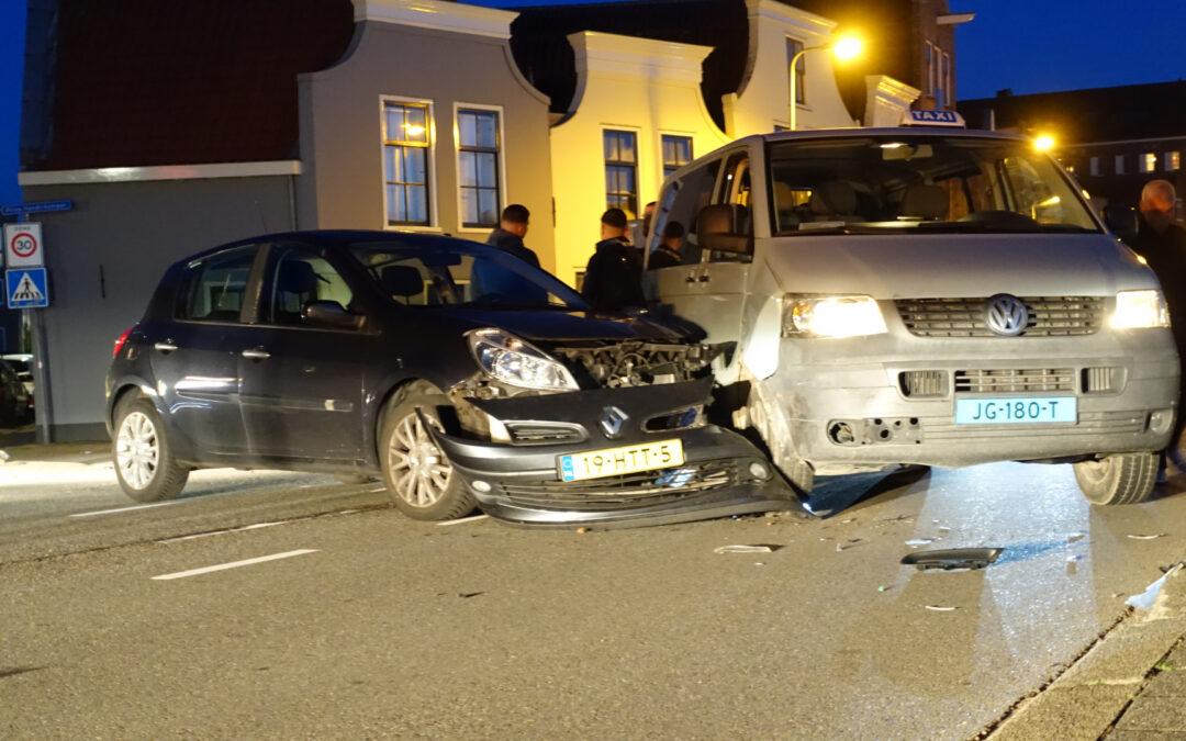 Gewonde na aanrijding met taxibus Prins Hendrikstraat Gouda