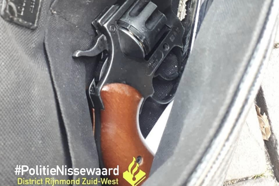 Politie vindt geladen vuurwapen tijdens preventief fouilleren in Spijkenisse