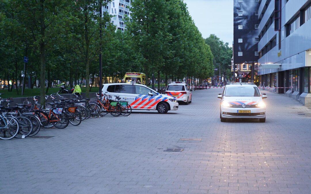 Man wil bemiddelen bij vechtpartij in Rotterdam en valt van hoogte
