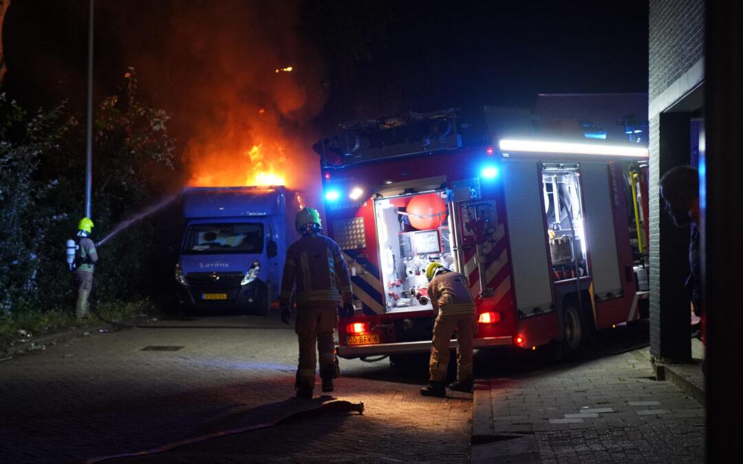 Twee bestelbussen in brand Roer Rotterdam