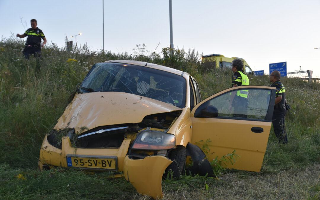 Man gewond na eenzijdig ongeval Rijksweg A15 Barendrecht