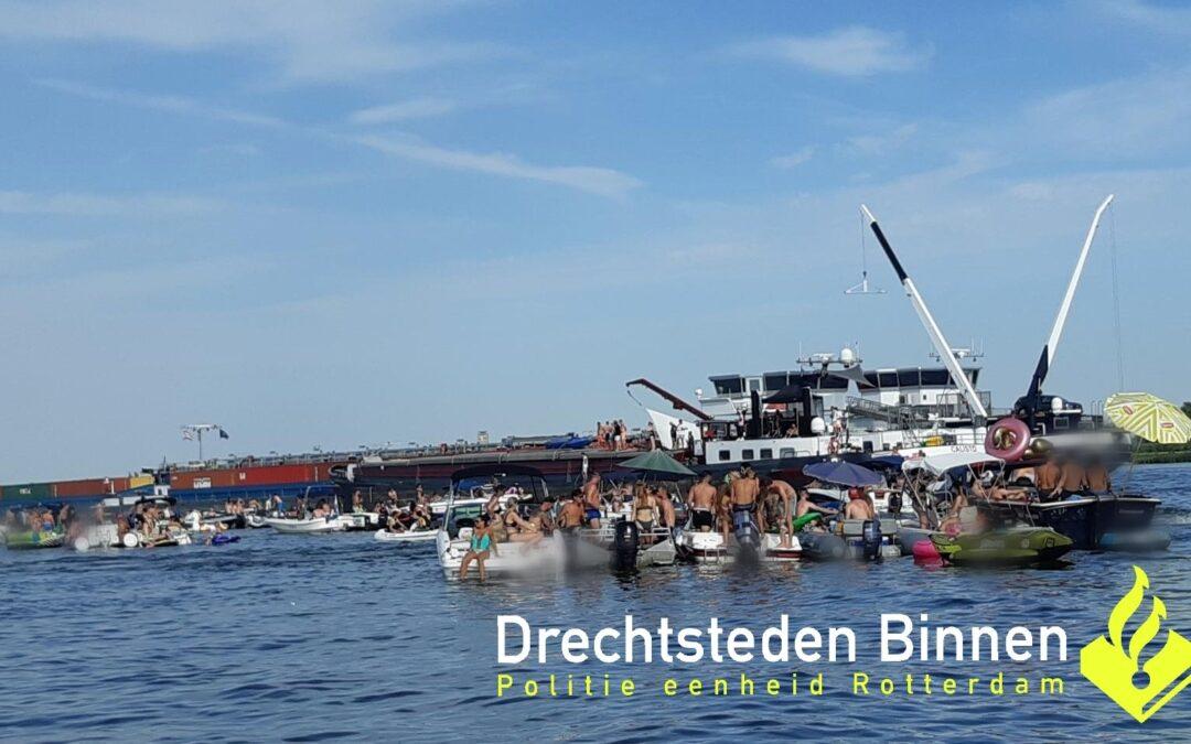 Politie beëindigd illegaal fuikfeest op het water in Dordrecht