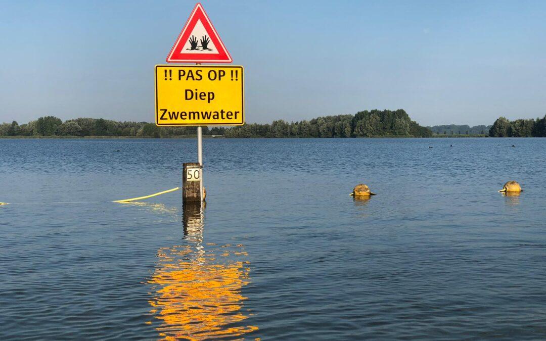 Extra waarschuwingsborden geplaatst op strand Nesselande Rotterdam
