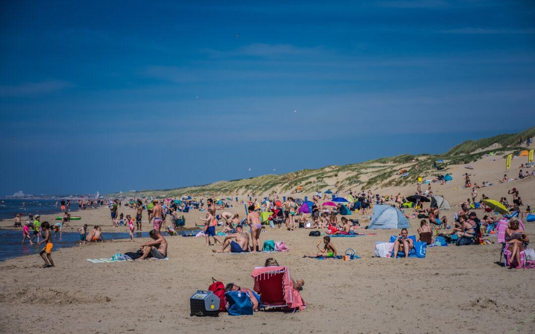 Grote druktes in strandplaatsen in de regio; Gemeente Katwijk roept mensen op niet meer te komen