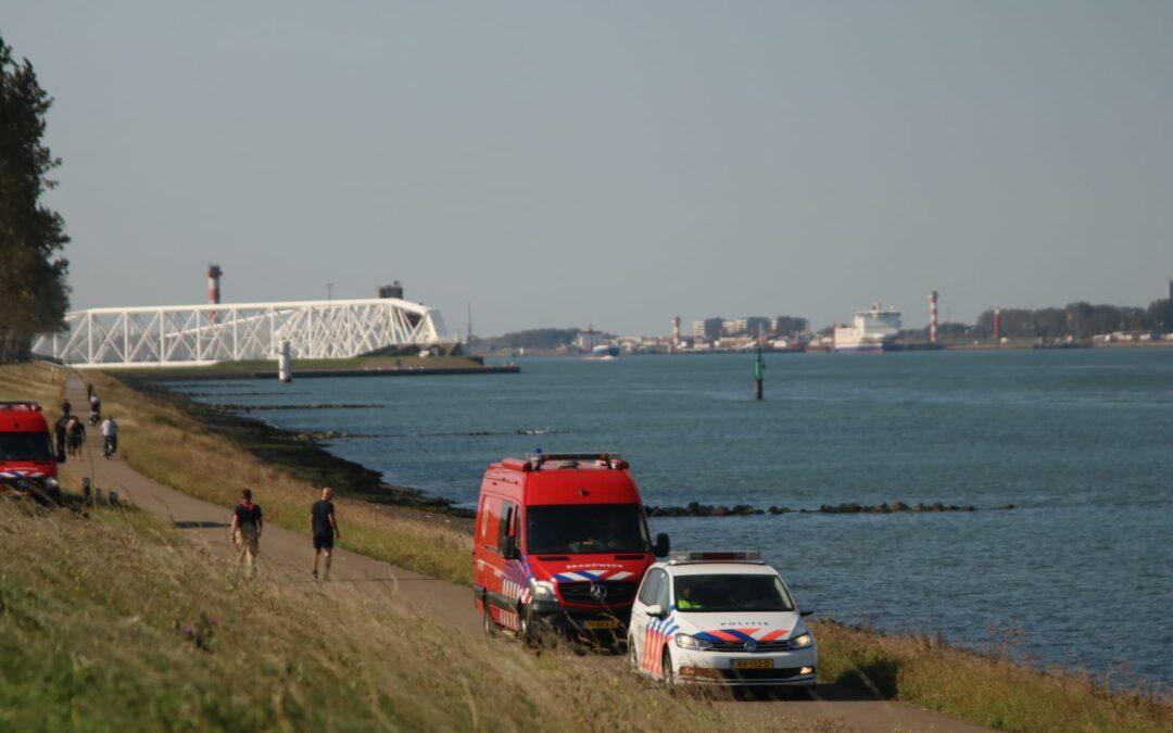 Massale inzet hulpdiensten na gevonden kinderfietsjes Nieuwe Waterweg Rozenburg